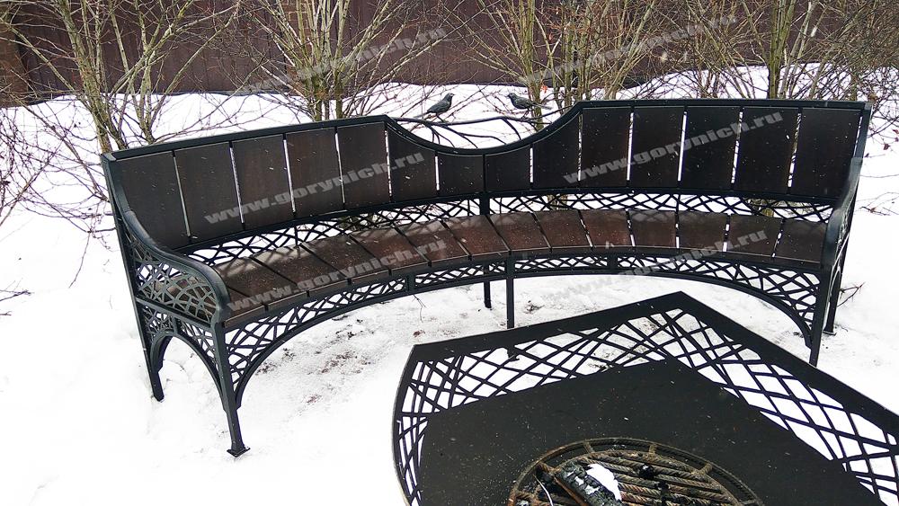 Кованые скамейки. Обустройство зоны отдыха на загородном участке
